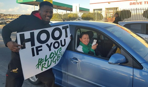 Sikhumbuzo Notshe took to the streets of Port Elizabeth to surprise their fans with a few free tickets to watch Saturday's deciding Test against Ireland.